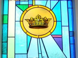 5. Palm Sunday: Jesus enters Jerusalem as King, Symbol: Crown. Flower: Daffodil = Triumph of love over sin