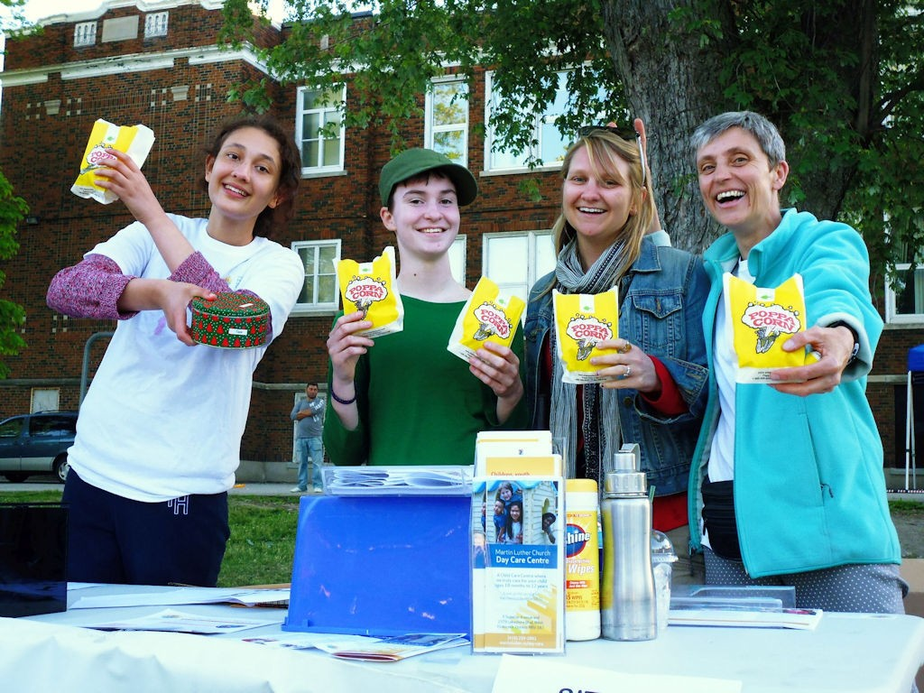 Volunteers (Ida, Amy, Marlena And Iris) Sell Popcorn At Party In The Park 2016