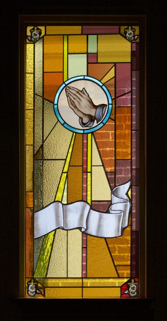 E01prayer PrayingHands MLC Fenster Oct13-2017 cb