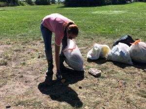 2021 Michelle Brennen at Shoreline Clean-up August