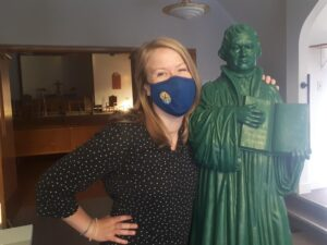 Annika Klappert with Martin Luther statue Sep 2021 in foyer